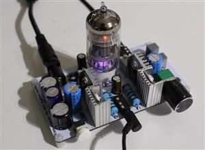Class-A Vacuum Tube Hybrid Headphone Amplifier