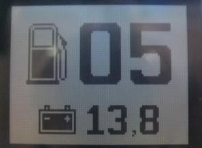 Цифровой измеритель остатка топлива и напряжения АКБ