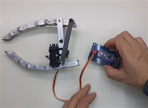 Object lifter with servo and Arduino Nano